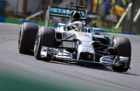 Hamilton domineert in vrije trainingen