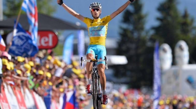 Superieure Nibali wint Alpenrit in Tour (video)