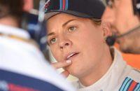 Vrouwelijke Formule 1-courreur laat zich zien