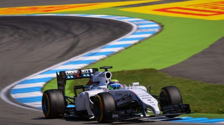 Felipe Massa op de kop in eerste bocht (video)