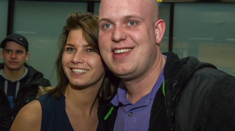 Michael van Gerwen trouwt in Vlijmen met zijn Daphne