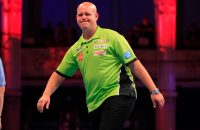 Ook ijswater over Michael van Gerwen (video)