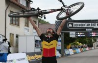 Belg wint spectaculaire mountainbike-race (video)