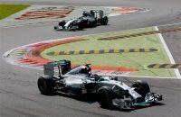 Hamilton zet jacht op Rosberg voort