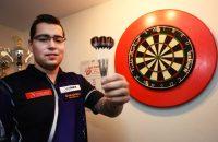 Benito van de Pas door bij WK darts na knappe comeback (video)