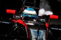 Zware crash Alonso bij testsessie