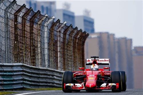 Toeschouwer wilde Ferrari besturen