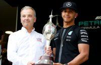 Hamilton wint eindelijk echte trofee