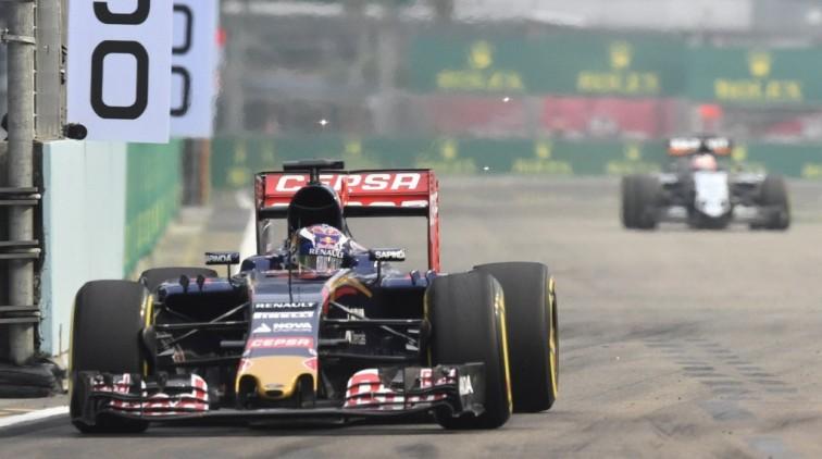 Kvyat verrast Mercedessen, Verstappen tiende