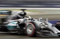 Lewis Hamilton baalt van banden