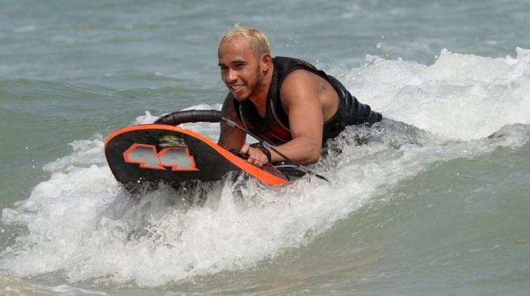 Hamilton gaat feesten, Rosberg wil 'mini-WK'