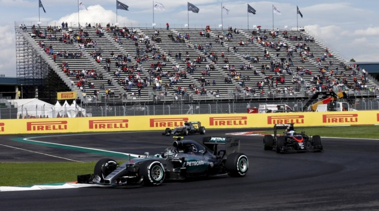 Rosberg snelste in training vol incidenten