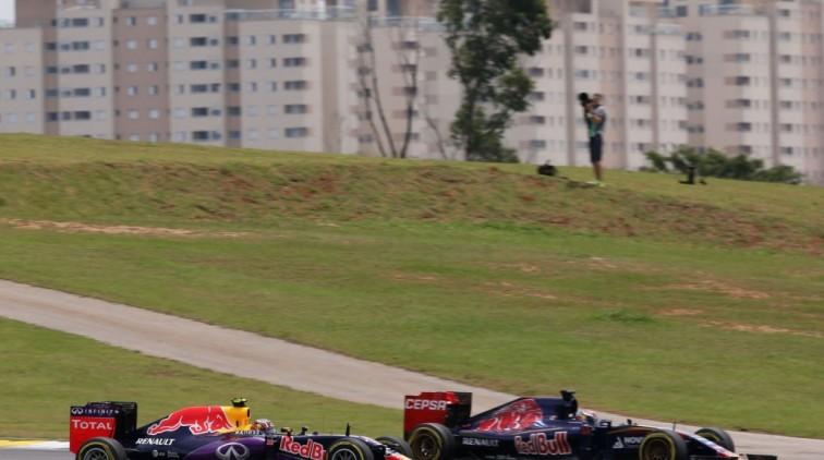 In voorspelbare GP steelt Verstappen weer de show, Rosberg wint soeverein