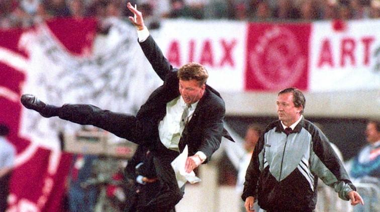 Van-Gaal-Karatetrap-heeft-mij-veranderd-als-coach-sportnieuws-nl-15637834-756x422.jpg