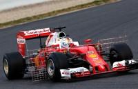 Vettel blijft Hamilton voor in eerste test Formule 1