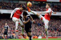 Welbeck zorgt voor sensationele zege Arsenal