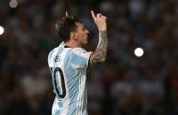 Messi zet Argentinië op juiste spoor, Uruguay aan kop