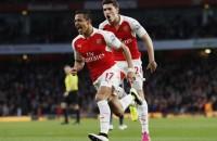 Arsenal wipt na zege op WBA over ManCity heen