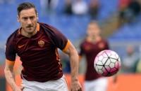 Totti blijft nog een seizoen bij Roma
