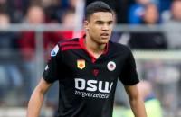 Neefje van Bogarde tekent voor drie jaar bij Ajax