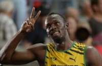 Usain Bolt toont olympische outfit