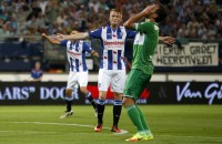 Sam Larsson juicht na de 1-0 tegen PEC Zwolle