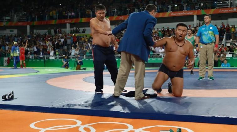 Mongolische striptease kost worstelaar brons