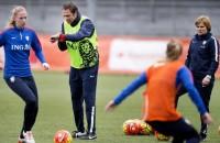 Voetbalsters oefenen tegen wereldkampioen VS