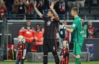 Frankfurt verlengt contract met kanker kampende Russ