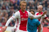 Dolberg keert geblesseerd terug bij Ajax
