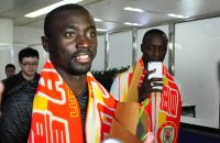 JINAN, CHINA - JULY 12:  Senegalese footballer Papiss Cisse arrives at the airport on July 12, 2016 in Jinan, Shandong Province of China. Senegalese footballer Papiss Demba Cisse has signed a contract with Shandong Luneng Taishan F.C. on July 9.  (Photo by VCG/VCG via Getty Images)