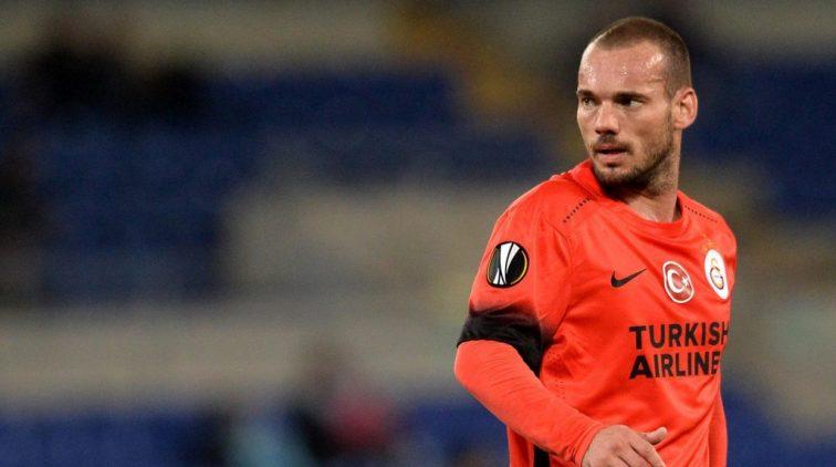 Jubilaris Sneijder verliest met Galatasaray