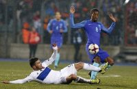 2016-11-13 18:02:13 epa05630140 Luxembourg's Daniel Da Mota (L) and Dutch's Georginio Wijnaldum (R) fight for the ball during the 2018 FIFA World Cup European qualifying soccer match between Luxembourg and The Netherlands at Josy Barthel stadium in Luxembourg, 13 November 2016.  EPA/JULIEN WARNAND