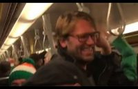 Aficionados-irlandeses-identificaron-al-doble-de-Jürgen-Klopp-en-el-metro-de-Viena