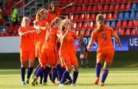 Oranje voetbalvrouwen Sisca Folkertsma leeuwinnen