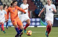 Oranjevrouwen ook onderuit tegen Engeland