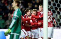 VIDEO: Denemarken wint bij debuut Dolberg