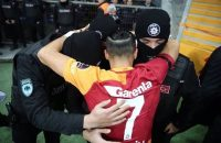 AMAZING-Galatasarays-player-Yasin-Oztekin-pays-tribute-to-the-victims-of-Istanbul-terror-attack