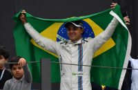 2016-11-13 17:45:38 Williams Martini Racing's Brazilian driver Felipe Massa, holding his country's flag, greets fans after his final appearance at Interlagos circuit before retirement, at the end of the Brazilian Grand Prix in Sao Paulo, Brazil, on November 13, 2016.  / AFP PHOTO / Nelson Almeida