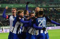 Hertha blijft na zege in extremis meedoen in de top