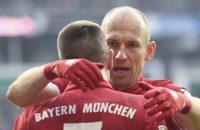 Bayern blijft mede dankzij fraaie goal Robben alleen aan kop