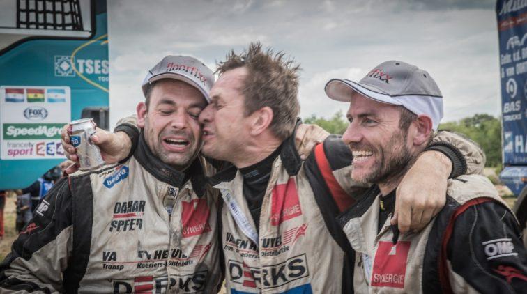 Maurik van den Heuvel houdt het niet droog aan finish Dakar Rally