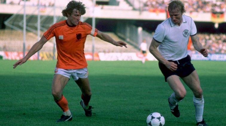 Oud-international Hrubesch vervangt Flick bij Duitse bond