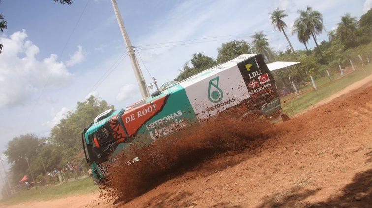 Trucker Van Ginkel kijkt terug op bewogen eerste Dakar-week