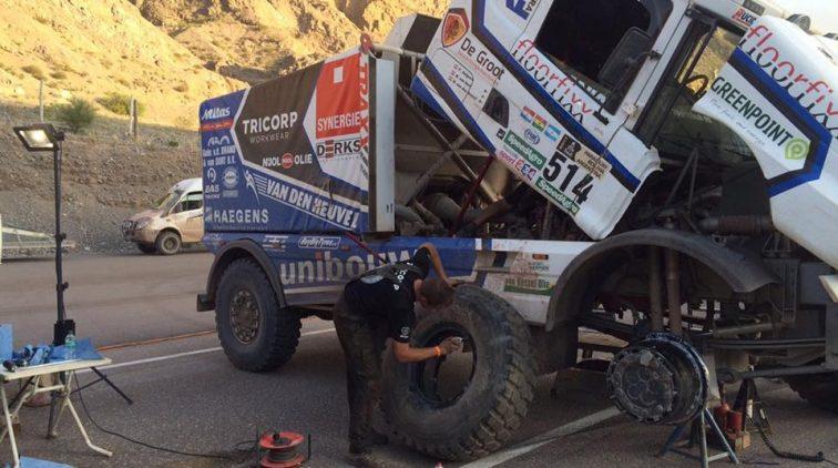 Van den Heuvel en Versteijnen weten niet van opgeven in Dakar Rally