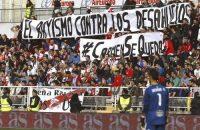 Fans Rayo Vallecano jagen 'neonazi' Zozoelia weg
