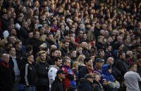 Woedende fan Crystal Palace probeert eigen speler aan te vallen