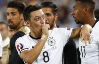 Özil fit voor kwalificatieduel tegen Azerbeidzjan