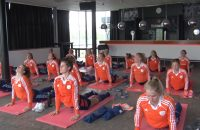 Yoga-geeft-Oranje-Dames-rust-in-lichaam-en-geest