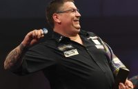 2017-01-01 20:26:50 epa05694664 Gary Anderson reacts after winning 6-3 the PDC World Darts Championship semi final against Peter Wright at the Alexander Palace in London, Britain, 01 January 2017.  EPA/SEAN DEMPSEY